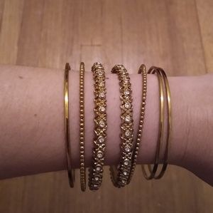 Jewelry - Set of 7 gold bracelets